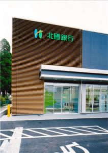 北國銀行砺波支店_風除室01